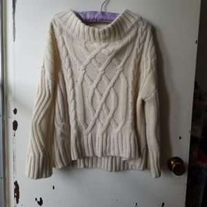 White Long Sleeve Scoop Neck Knit Sweater Size S/M